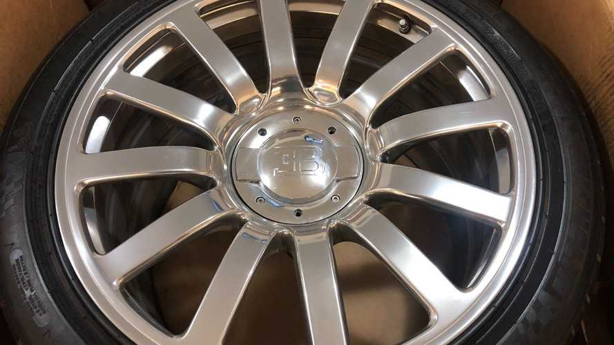 Bugatti Veyron'un Satılık Jant Lastik Takımı