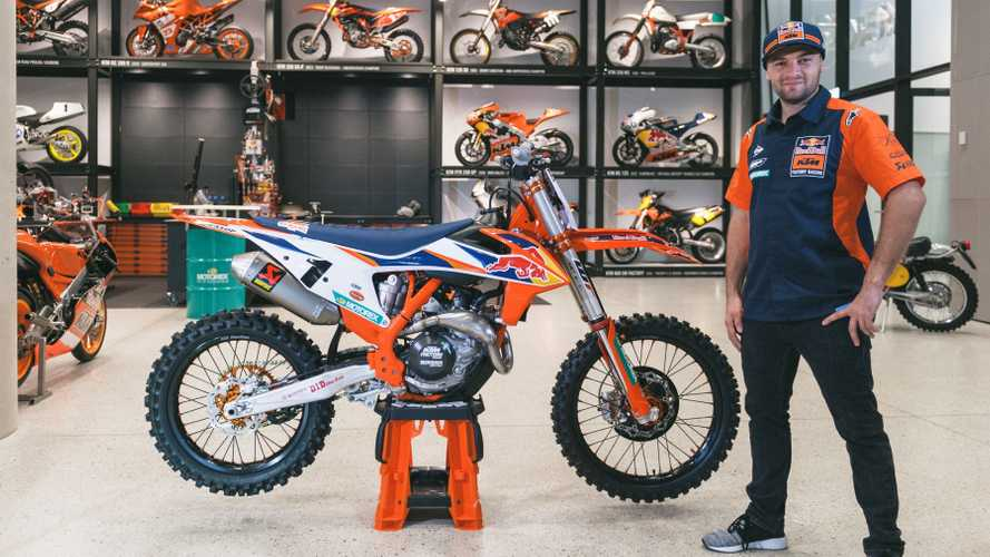 KTM 450 SX-F Factory 2020: la regina del Supercross in concessionaria