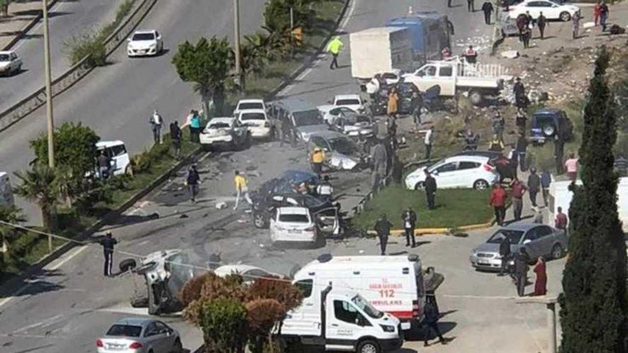 Hatay'da freni boşalan TIR korkunç bir kazaya neden oldu