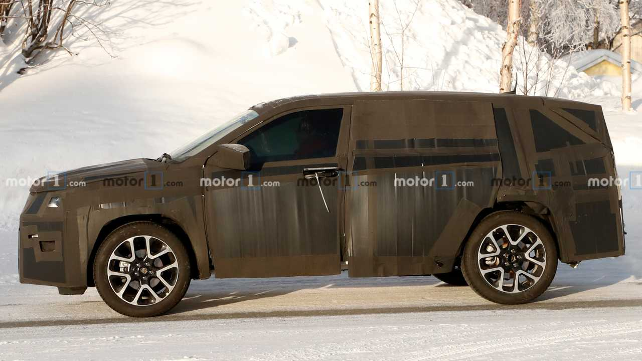 Fiat/Jeep SUV spy photo lead image