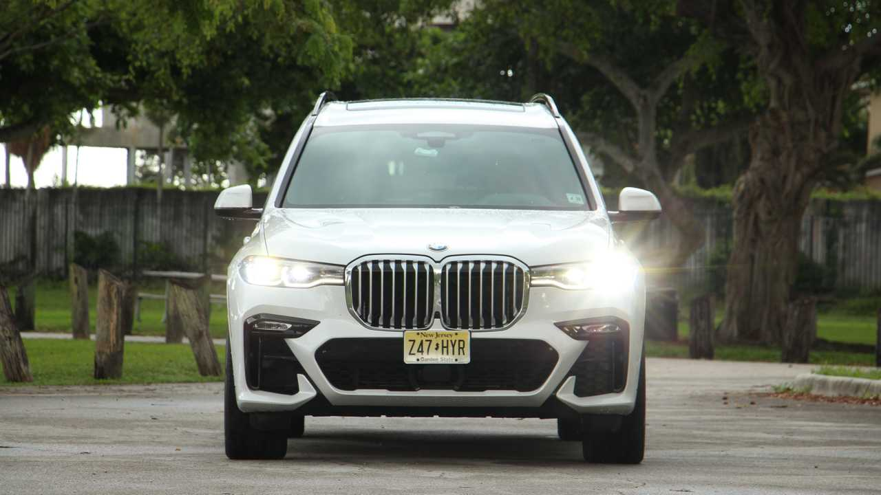 2019 BMW X7 xDrive50i: Pros And Cons