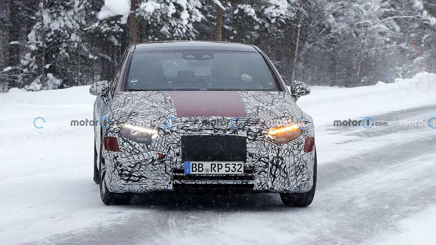 2022 Mercedes EQS new spy photos