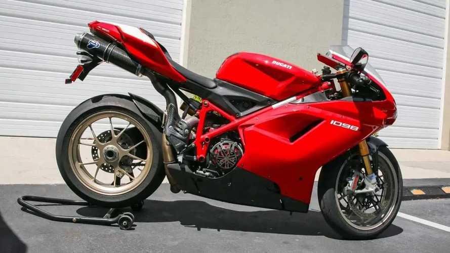 Consigue esta Ducati 1098R homologada cuanto antes