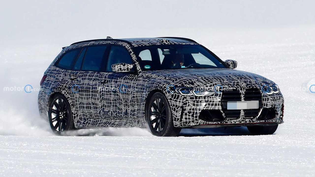 BMW M3'ün station wagon versiyonu M3 Touring'in karlı yollarda çekilmiş casus fotoğrafı.