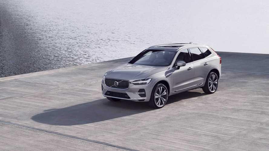 Volvo XC60 restyling, il SUV svedese cambia pelle e dotazione