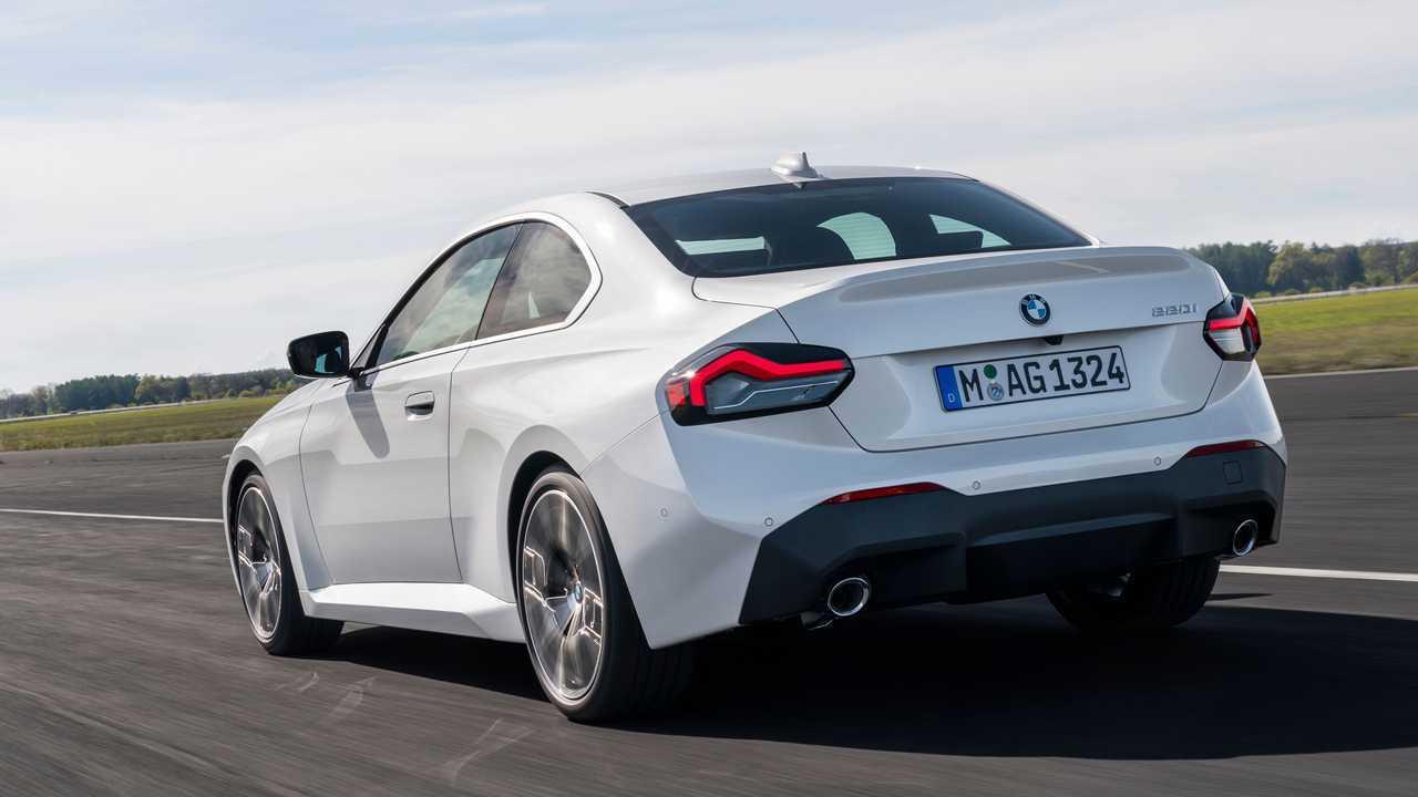 2022 BMW 230i Exterior Rear Quarter