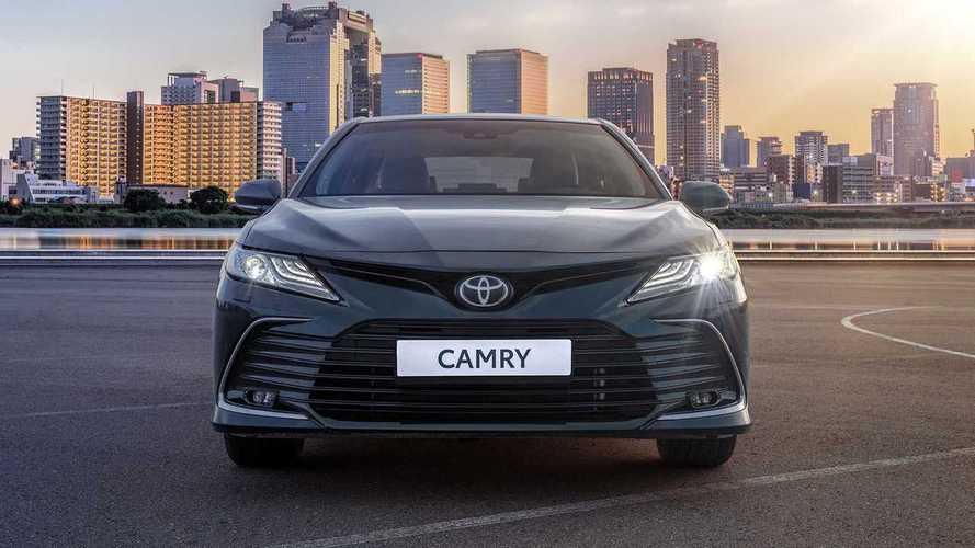 Обновленная Toyota Camry для России (2021)