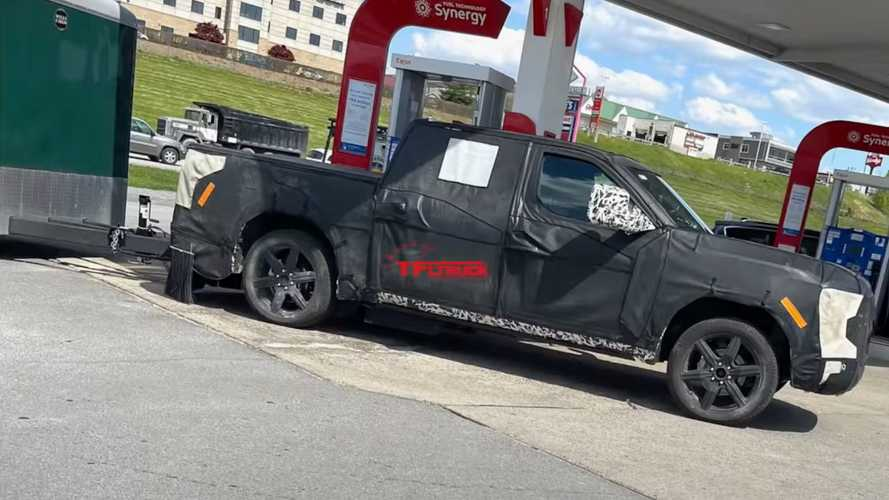 2022 Toyota Tundra Spied Once More With A Huge Trailer In Tow
