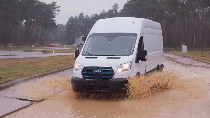 Ford E-Transit: Elektro-Transporter in Schlamm und Kälte
