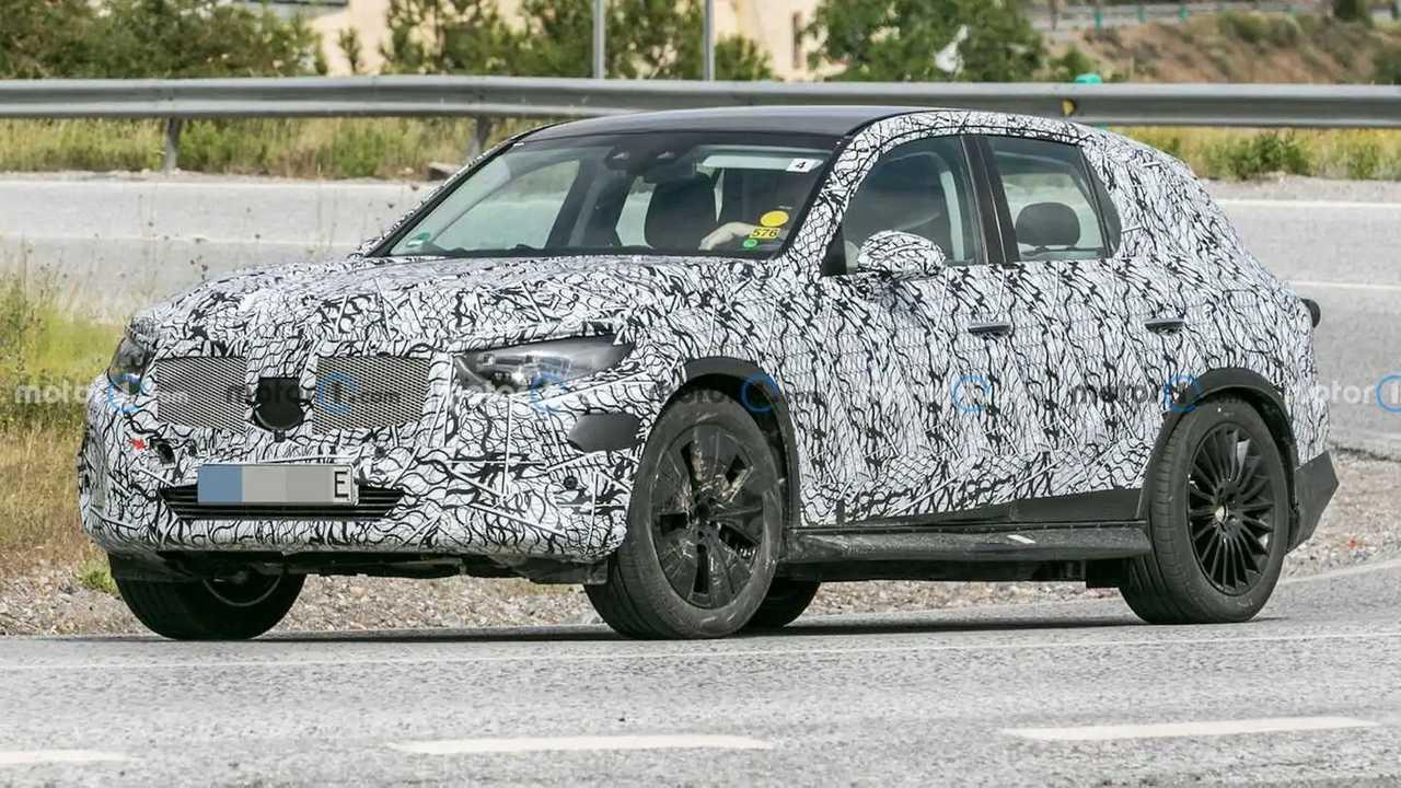 Next-gen Mercedes-Benz GLC PHEV spy shots.