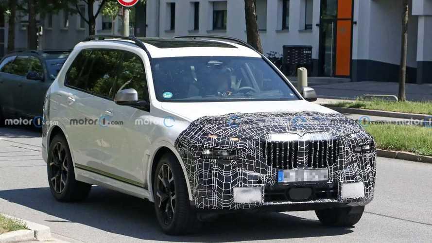 Makyajlı 2022 BMW X7 casus fotoğraflar