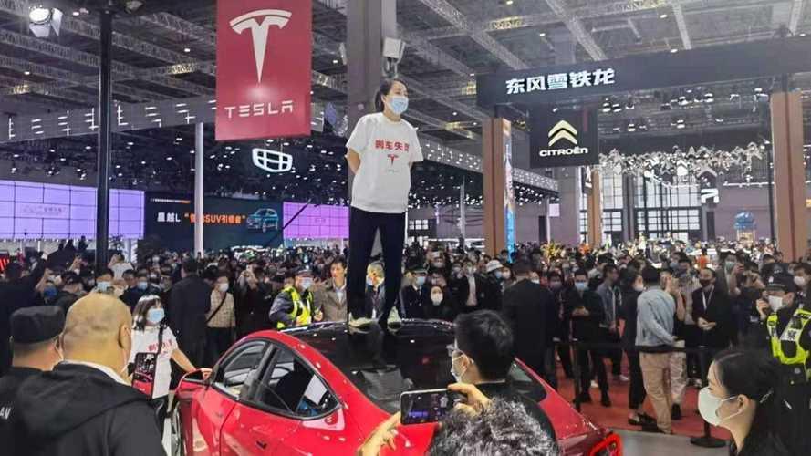 Imprensa chinesa se desculpa com a Tesla por informações falsas