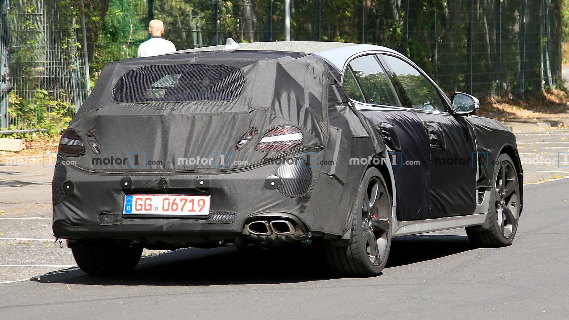 2021 - [Genesis] G70 Shooting Brake Genesis-g70-shooting-brake-wagon-spied-camouflaged-rear