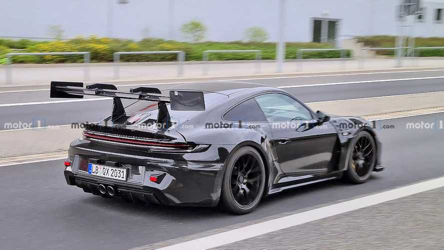 Next-gen Porsche 911 GT3 RS possibly spied on the street