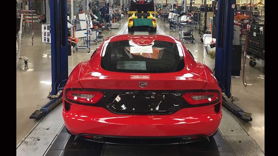 PHOTOS - La dernière Dodge Viper quitte les chaînes de montage