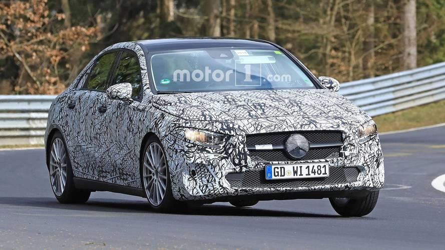 Mercedes-Benz A-Serisi Sedan yine kamuflajlı olarak görüntülendi