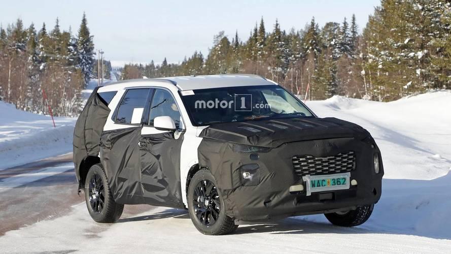 8 koltuklu yeni Hyundai SUV'si karların içinde gezerken yakalandı