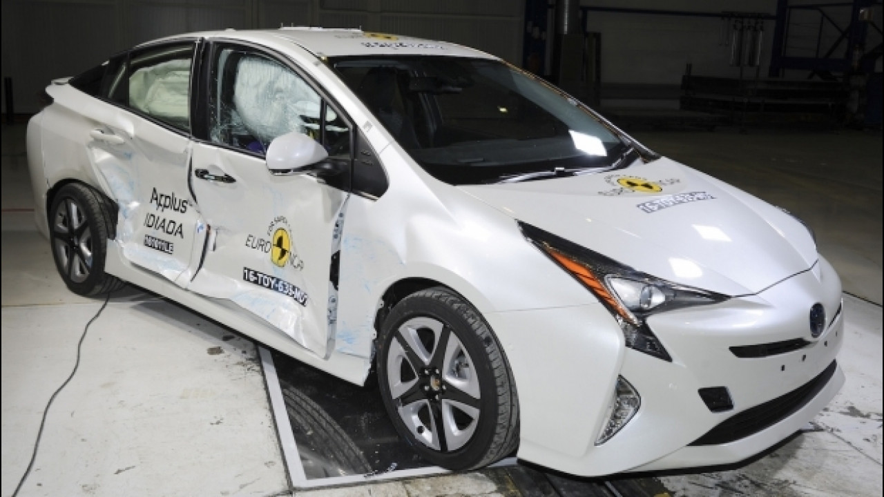 [Copertina] - Le dieci auto più sicure del 2016