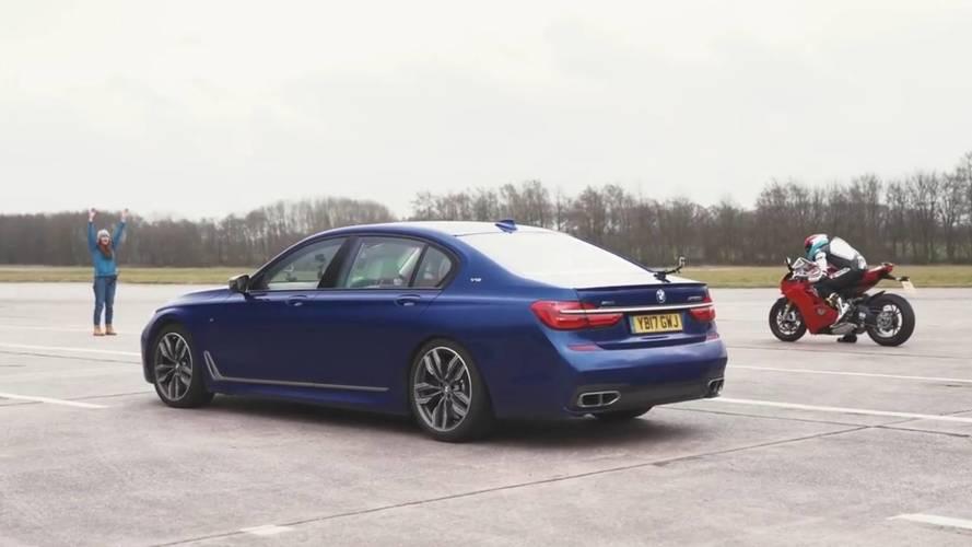 BMW M760Li V12 vs. Ducati Panigale V4 S, ¿cuál acelera más rápido?