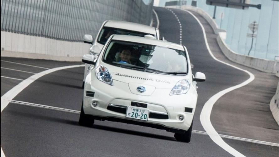 [Copertina] - Nissan sperimenta a Londra l'auto che si guida da sola