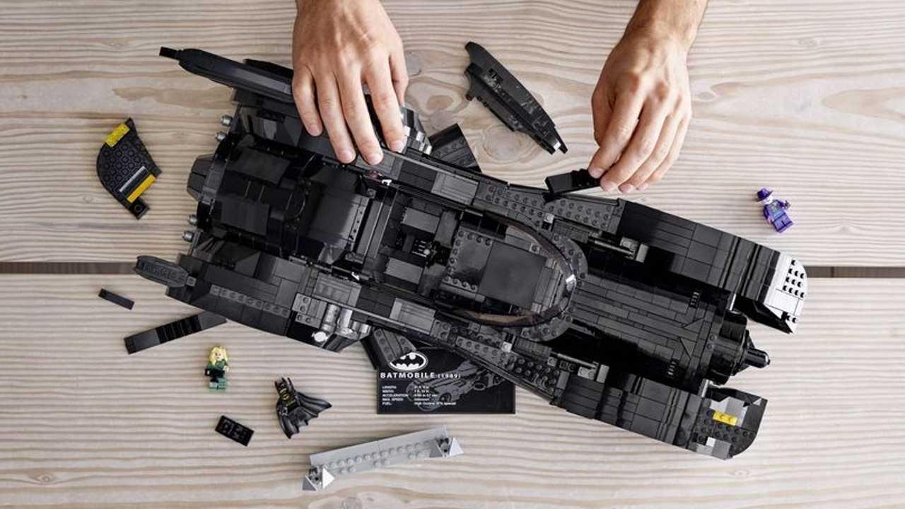 Build The Batmobile From \'89 Tim Burton Movie With Lego Set
