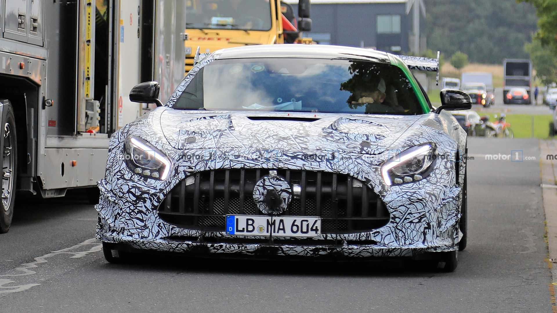 Após flagras, surgem as primeiras projeções do AMG GT Black Series Mercedes-amg-gt-black-series-spy-photo