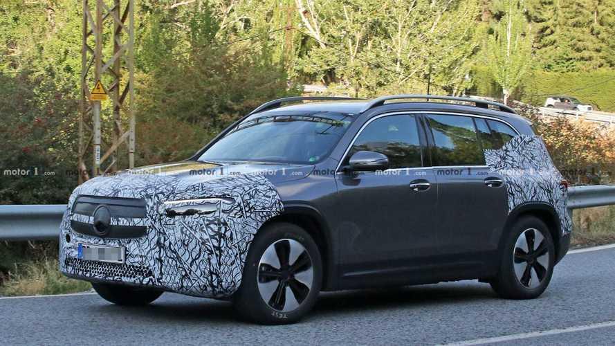 Mercedes EQB: le prime foto spia del SUV elettrico compatto