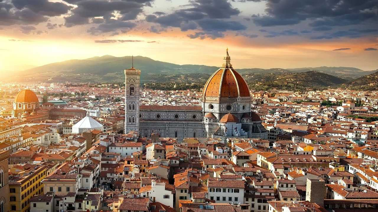 Auto elettriche a Firenze, accesso ZTL, strisce blu e altre agevolazioni