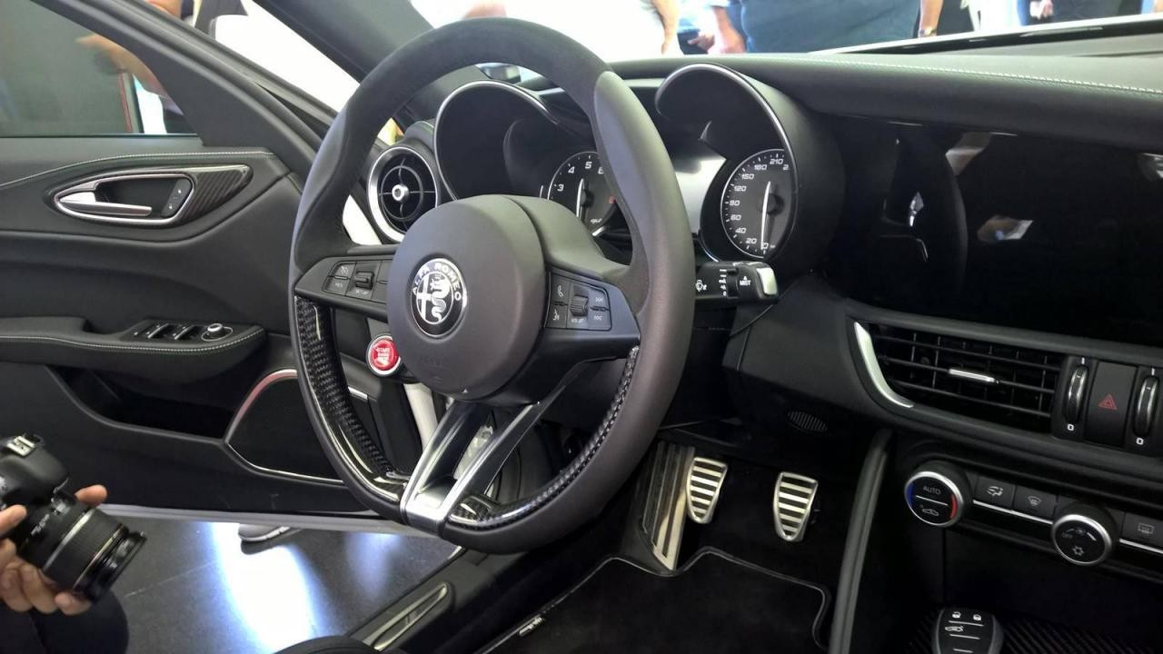 Conheça o novo Alfa Romeo Giulia 2016 por dentro - galeria de fotos