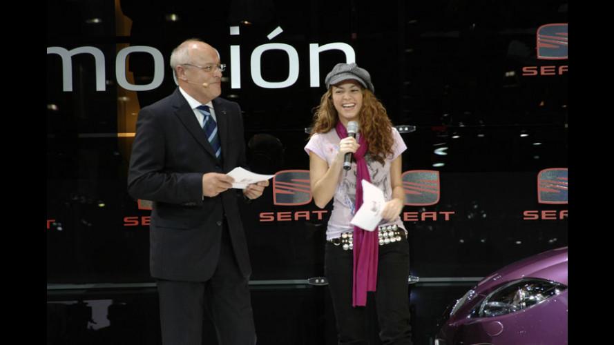 Shakira firma la Leon Pies Descalzos