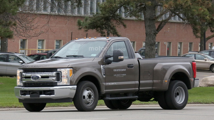 2017 Ford F350 XLT Single Cab Dually spy photos