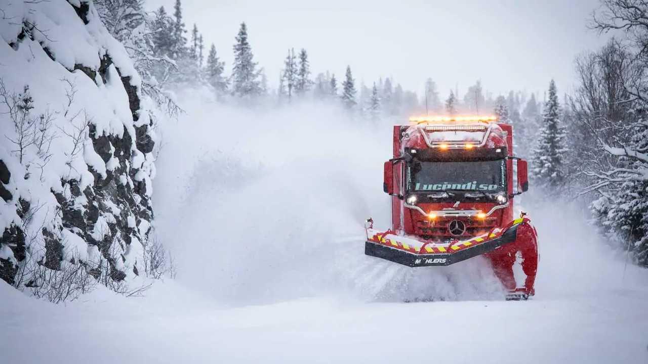 Mercedes-Benz Arocs Spazzaneve Svezia