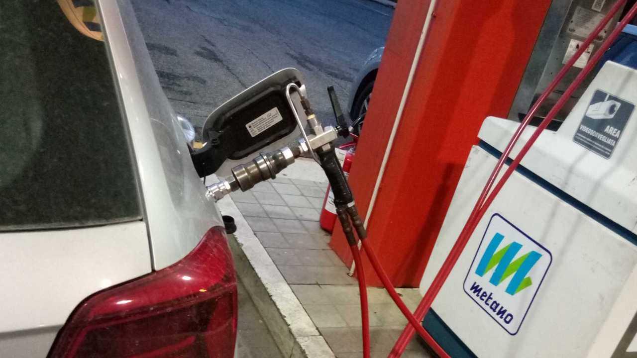 [copertina] metano self service
