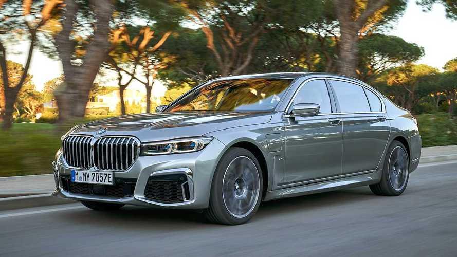 BMW Série 7 ganha opção híbrida plug-in por R$ 499.950