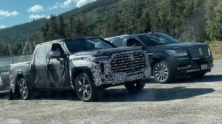 Toyota Tundra 2022 foto spia del confronto con Lincoln Navigator