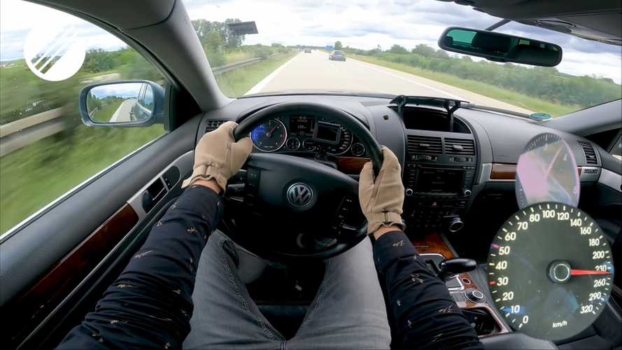 Beastly VW Touareg V10 TDI Hits Autobahn For Top Speed Run