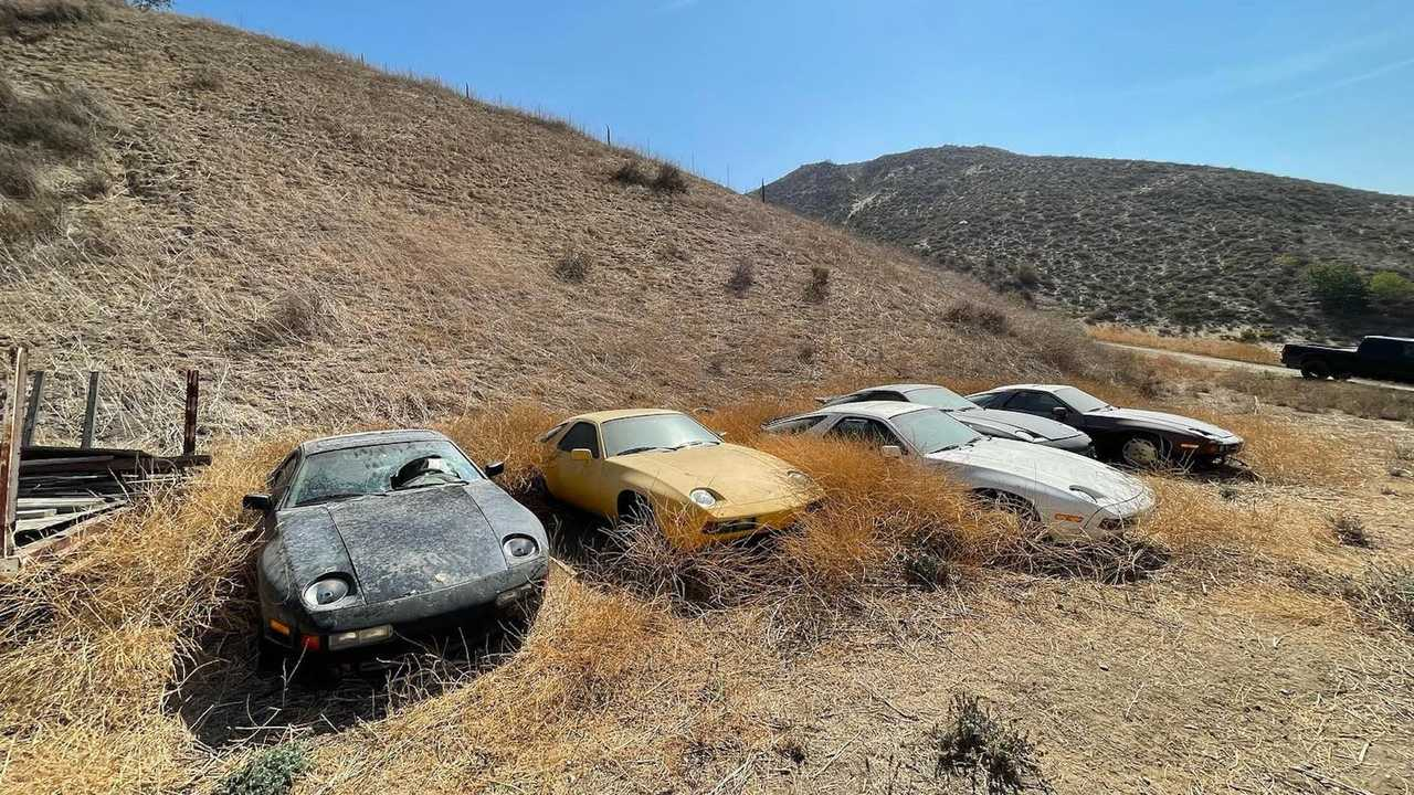 مجموعة كبيرة من سيارات بورشه 928 مهجورة