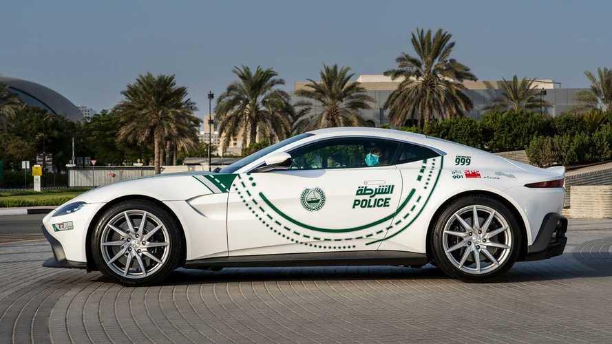 أستون مارتن فانتاج تنضم إلى أسطول سيارات شرطة دبي