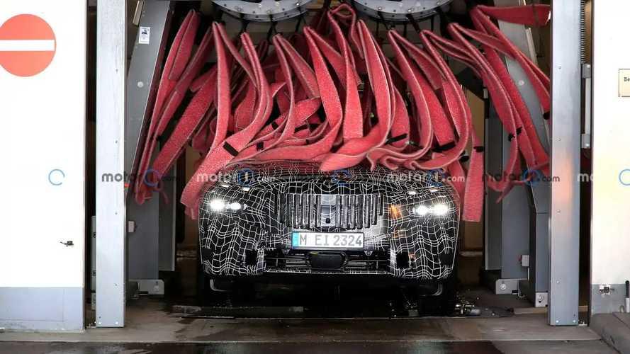 2023 BMW X7 facelift new spy photos