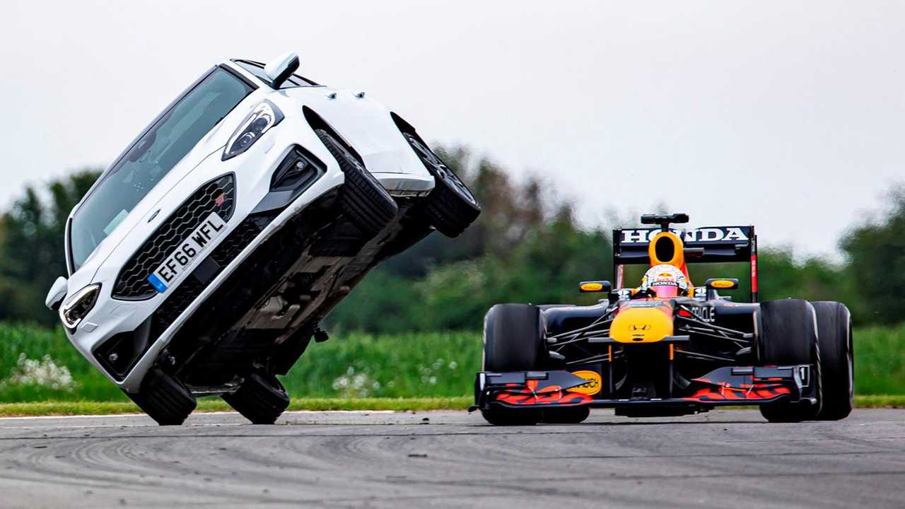 Red Bull RB7 против гражданского транспорта