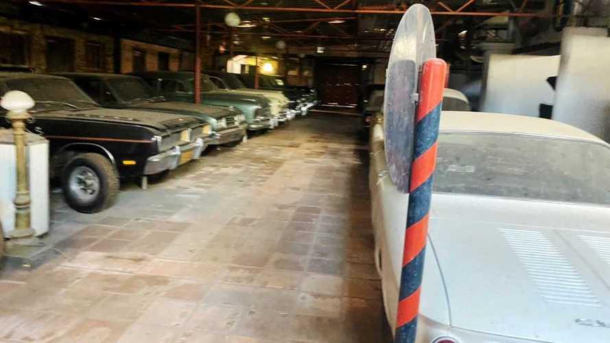 Remaja Brasil Terobos Gudang Mobil Tua