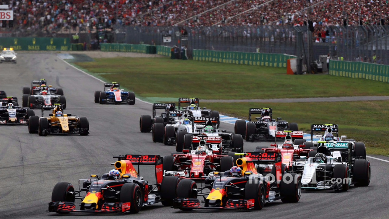 Daniel Ricciardo, Red Bull Racing RB12 and Max Verstappen, Red Bull Racing RB12 at the start of the race