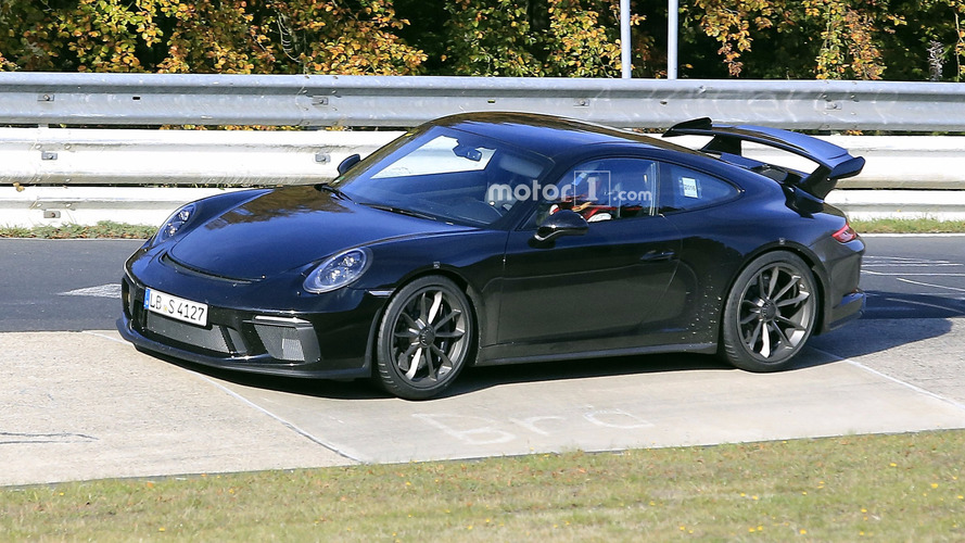 2017 Porsche 911 GT3 facelift spy photos