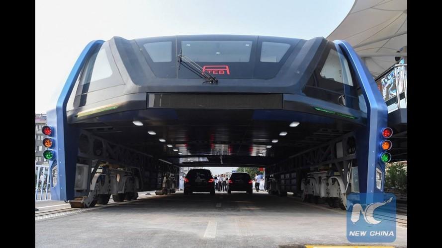 """Será que o elogiado """"ônibus do futuro"""" é mesmo uma farsa?"""