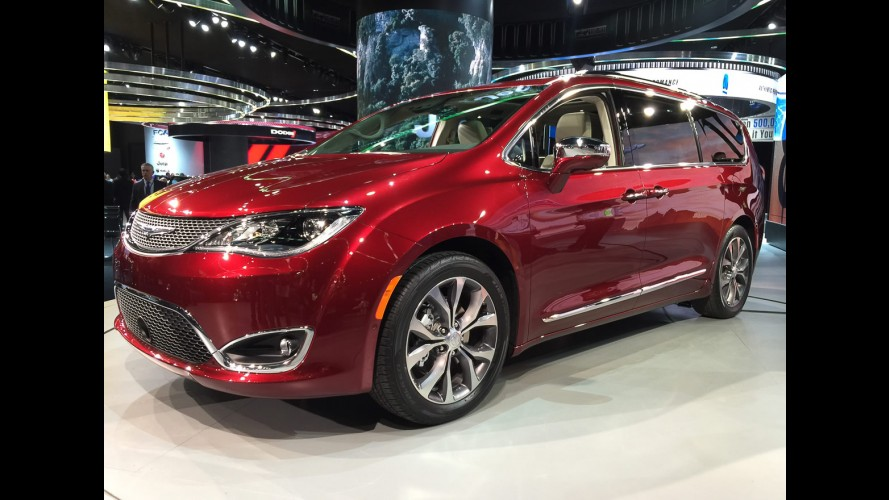 Chrysler inicia produção da minivan Pacifica, sucessora da Town&Country