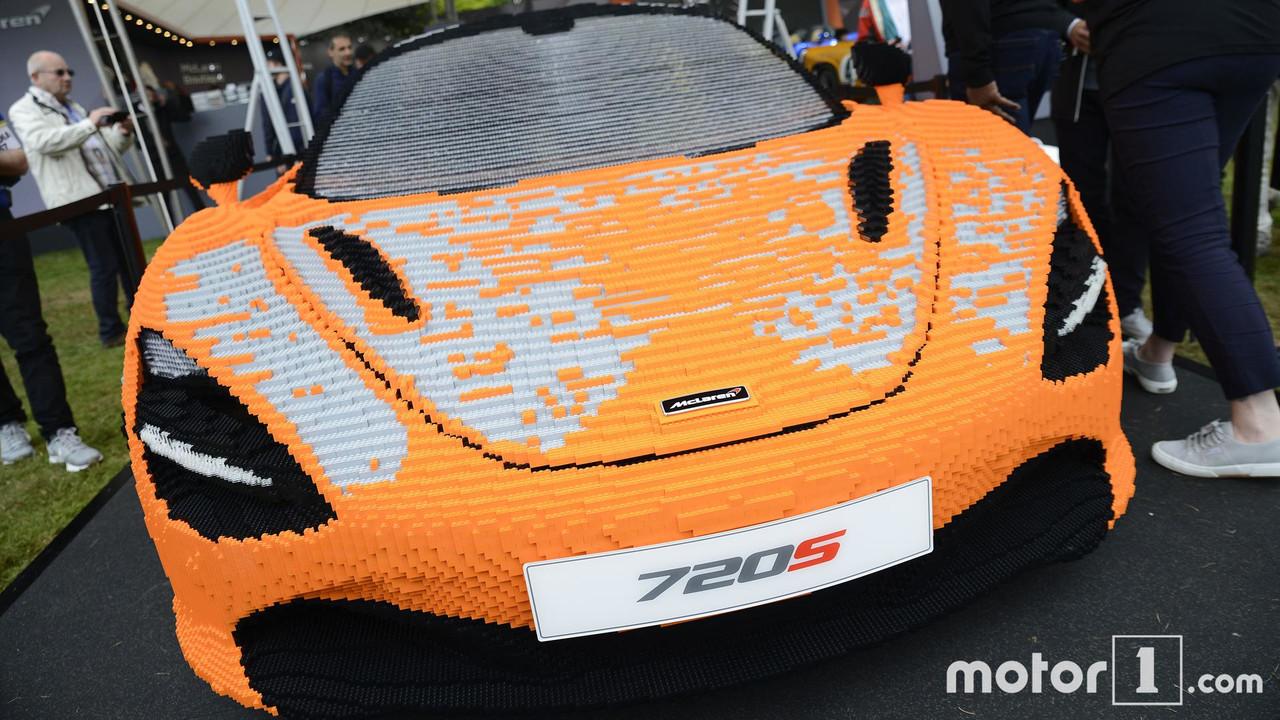 2017 - 280'000 briques pour une McLaren en Lego !