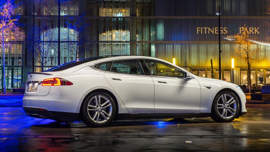 Tesla Model S, A.B.D.'de 100,000 barajını geçti