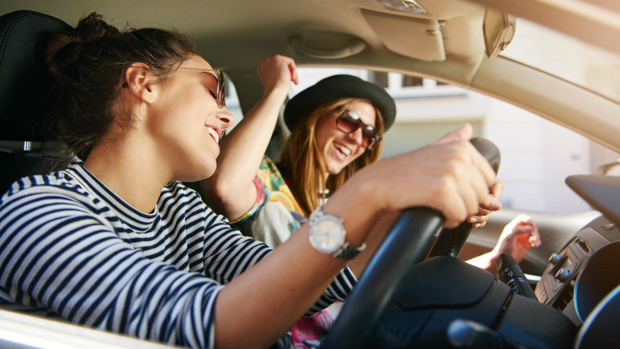 Youngsters more likely to ride shotgun with phone-using drivers
