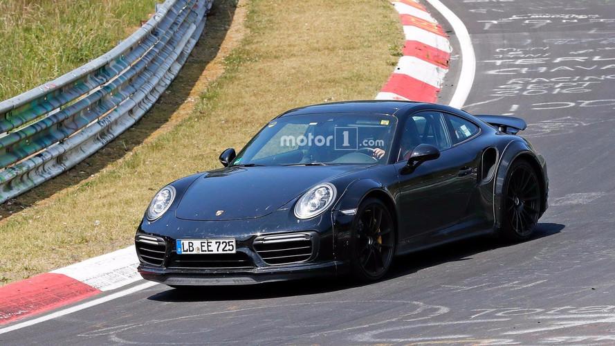 Yeni Porsche 911 Turbo Nürburgring'de objektiflere takıldı