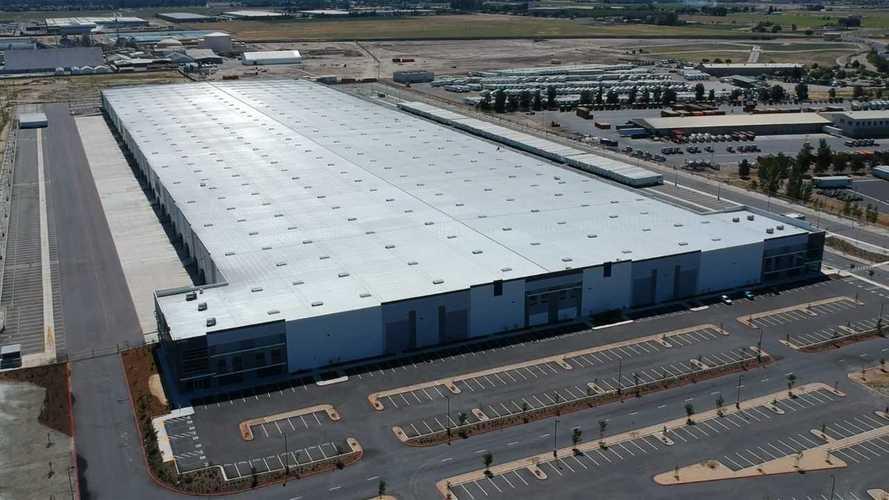 "Tesla Lathrop ""Distribution Center"" Seems Complete: Video"